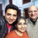 Romanch Mehta with his parents