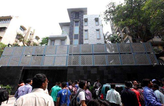 Sachin Tendulkar House Spectators