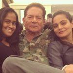 Sushila Charak Daughters Arpita Khan And Alvira Agnihotri with Salim Khan