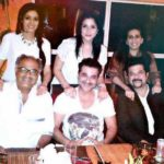 Sunita Kapoor With Her Suami, And Brothers-In-Law And Sisters-In-Law