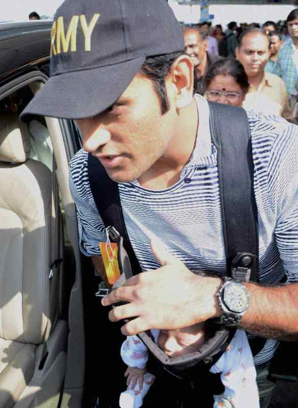 Ziva Dhoni At First Meet With Her Father
