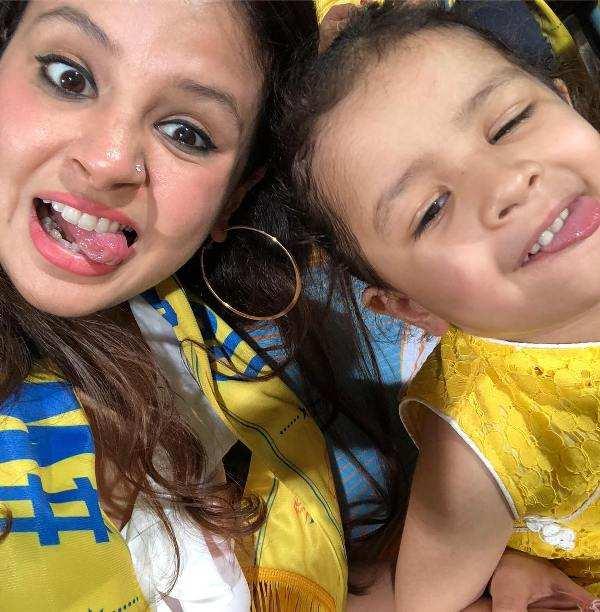 Ziva Dhoni Doing Masti In Stadium With Her Mother